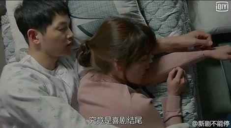 Hậu Duệ Mặt Trời tập 14: Song Joong Ki ôm Song Hye Kyo ngủ trong phòng bệnh 20