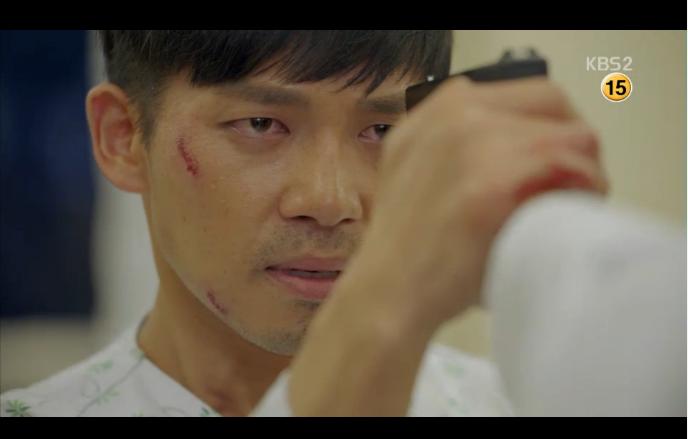 Hậu Duệ Mặt Trời tập 14: Song Joong Ki ôm Song Hye Kyo ngủ trong phòng bệnh 14