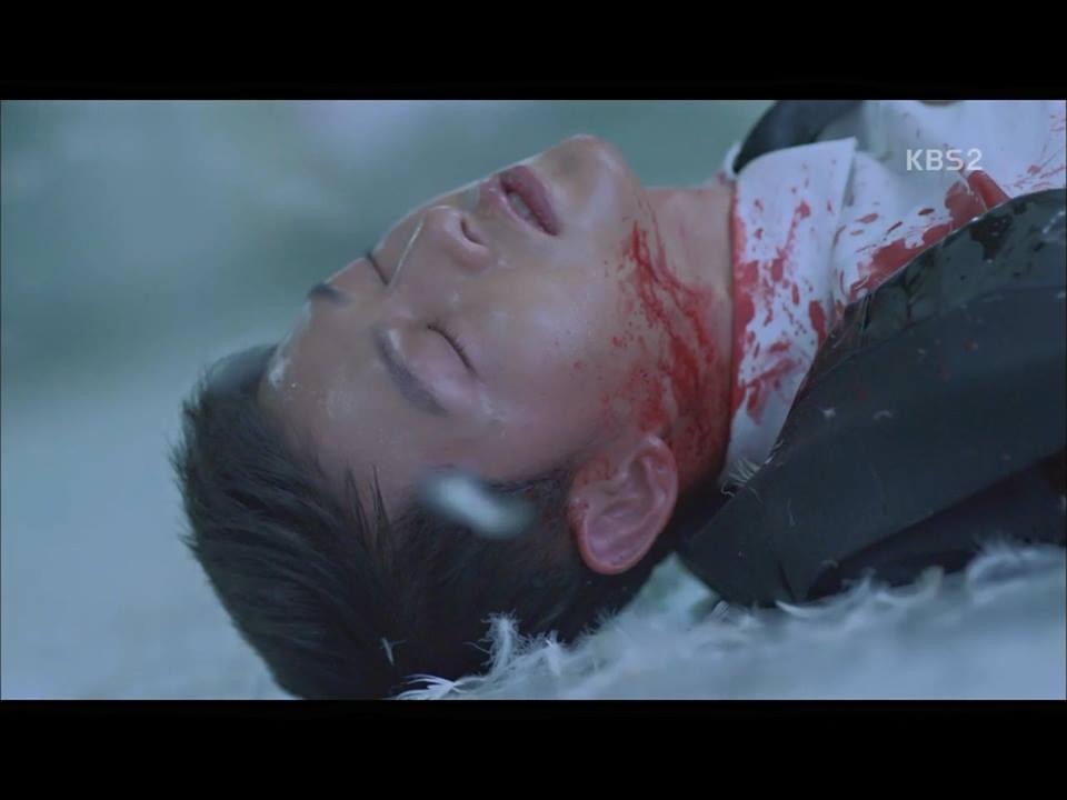 Hậu Duệ Mặt Trời tập 14: Song Joong Ki ôm Song Hye Kyo ngủ trong phòng bệnh 5