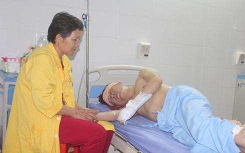 """Bệnh nhân bị côn đồ truy sát khi đang cấp cứu: Mâu thuẫn tranh giành """"bạn gái"""" 1"""