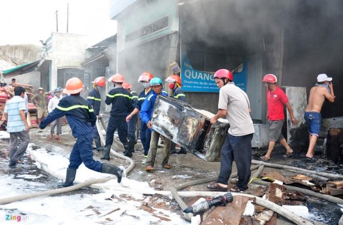 Quảng Nam: Hơn 100 cảnh sát chữa cháy tại cửa hàng điện tử lớn nhất tỉnh 1