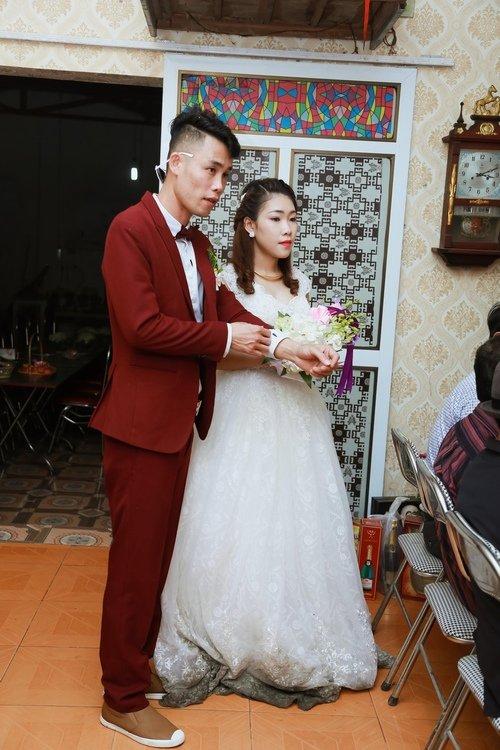 Hiệp Gà hạnh phúc bên vợ trong lễ cưới tại Hưng Yên 2