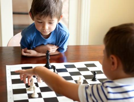 Hình ảnh Vì sao nên khyến khích trẻ chơi cờ vua? số 1