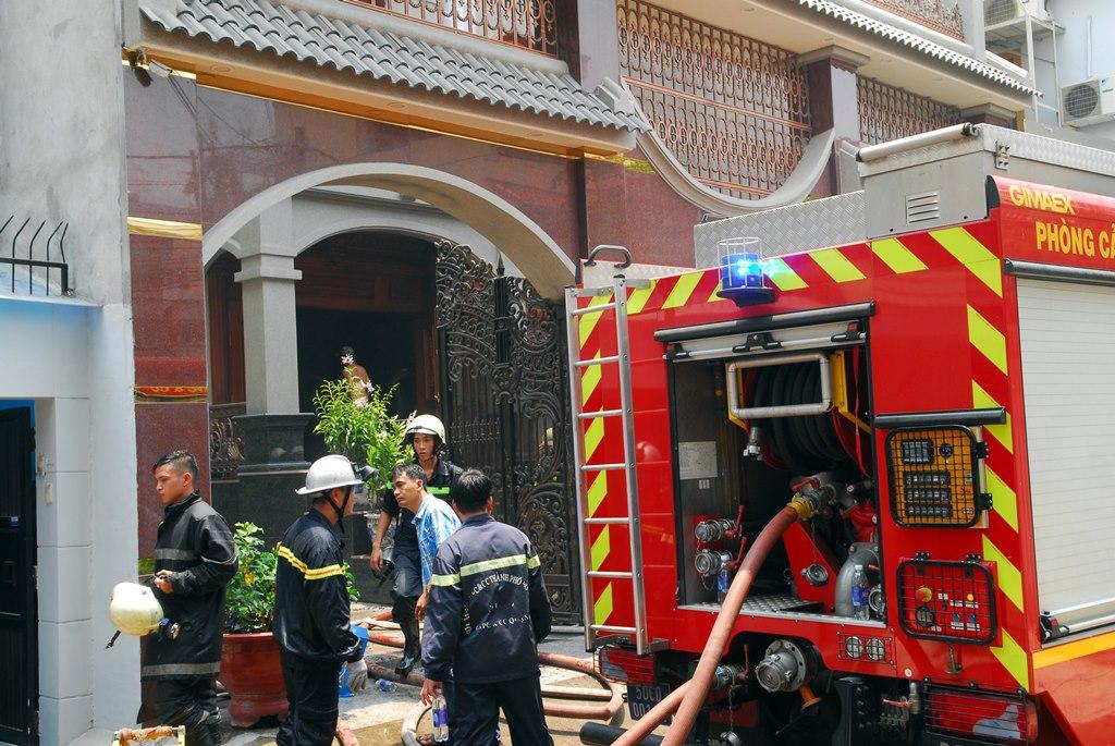 Căn biệt thự ở Sài Gòn bốc cháy sau tiếng nổ lớn 1