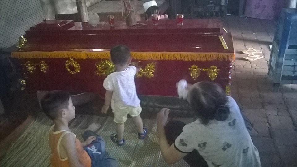 Vừa làm lễ trăm ngày cho cha, hai đứa trẻ lại mất mẹ sau tai nạn giao thông 3