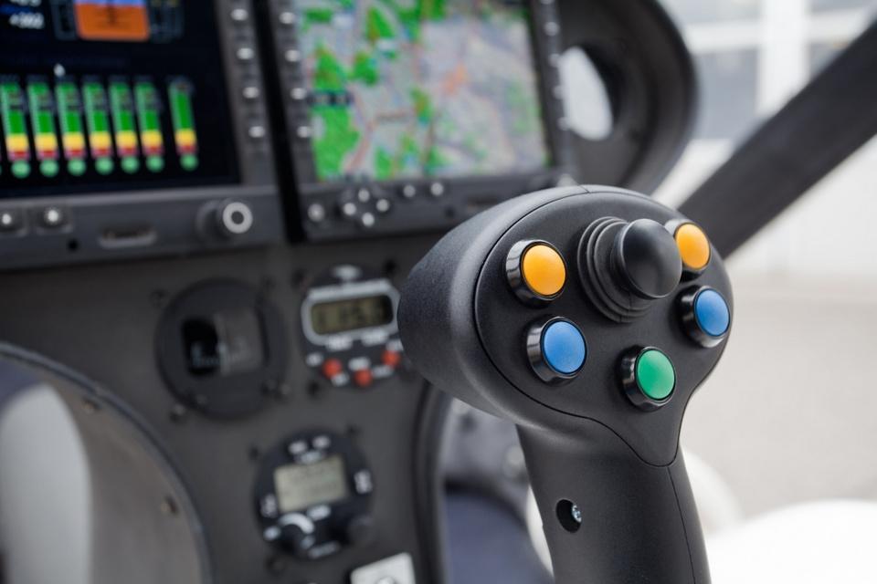 Ngạc nhiên máy bay drone chở được cả người 3
