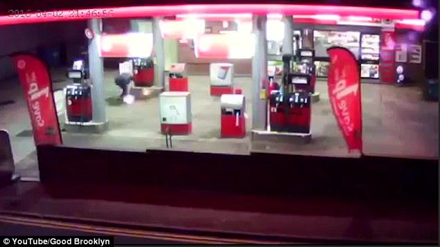 Người đàn ông tự thiêu ở trạm xăng 3