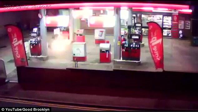 Người đàn ông tự thiêu ở trạm xăng 4