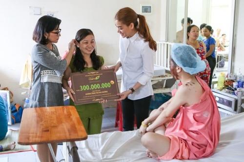 Trương Ngọc Ánh giúp nữ sinh bị tạt axit khôi phục dung nhan 5