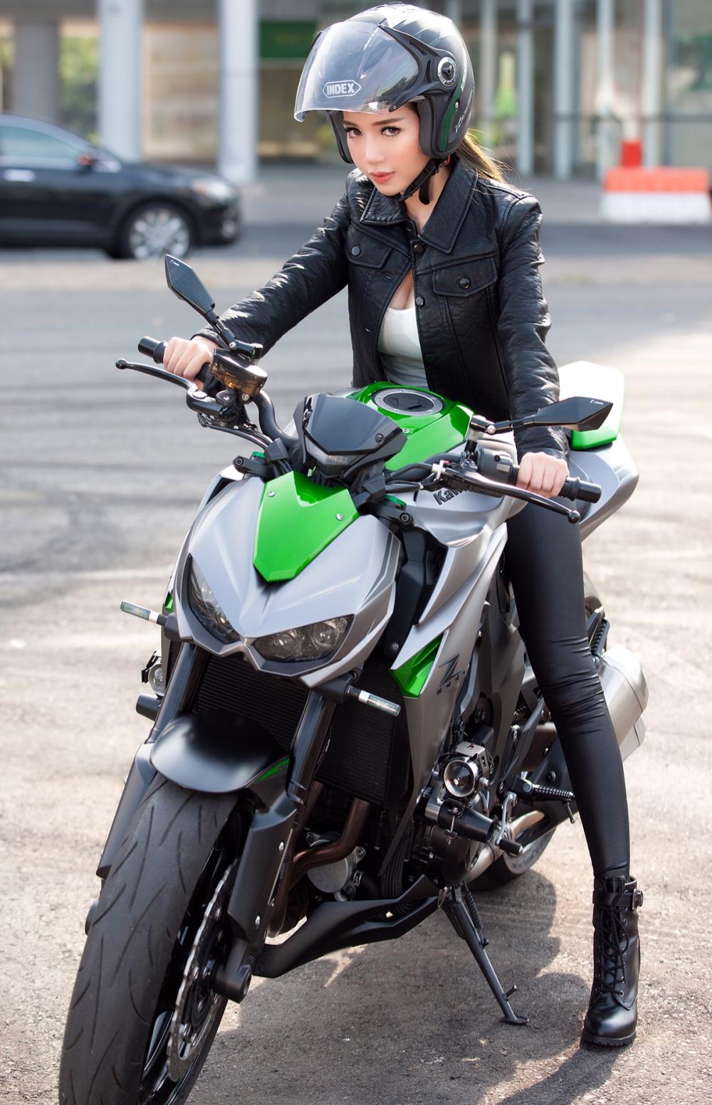 Ngắm Elly Trần khoe dáng đồng hồ cát bên xe mô-tô phân khối lớn 7