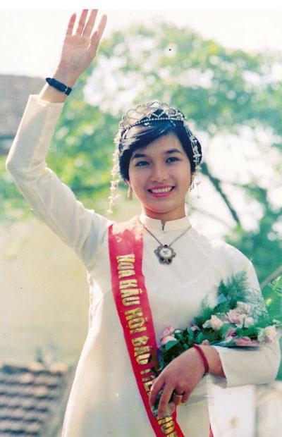 Nhan sắc ngày ấy bây giờ của Hoa hậu Việt Nam đầu tiên  1