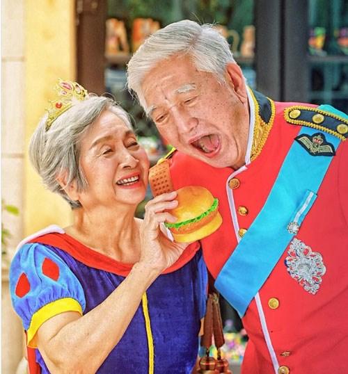 Bộ ảnh độc đáo của đôi vợ chồng già tái hiện