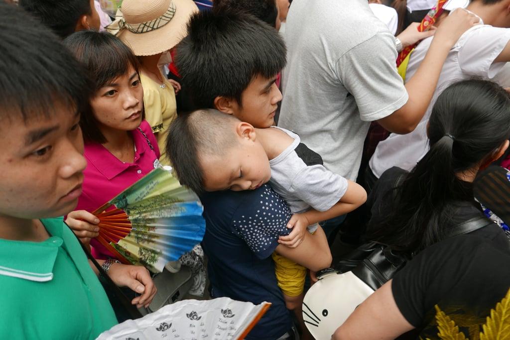 Cận cảnh biển người kẹt cứng trong lễ hội Đền Hùng 5