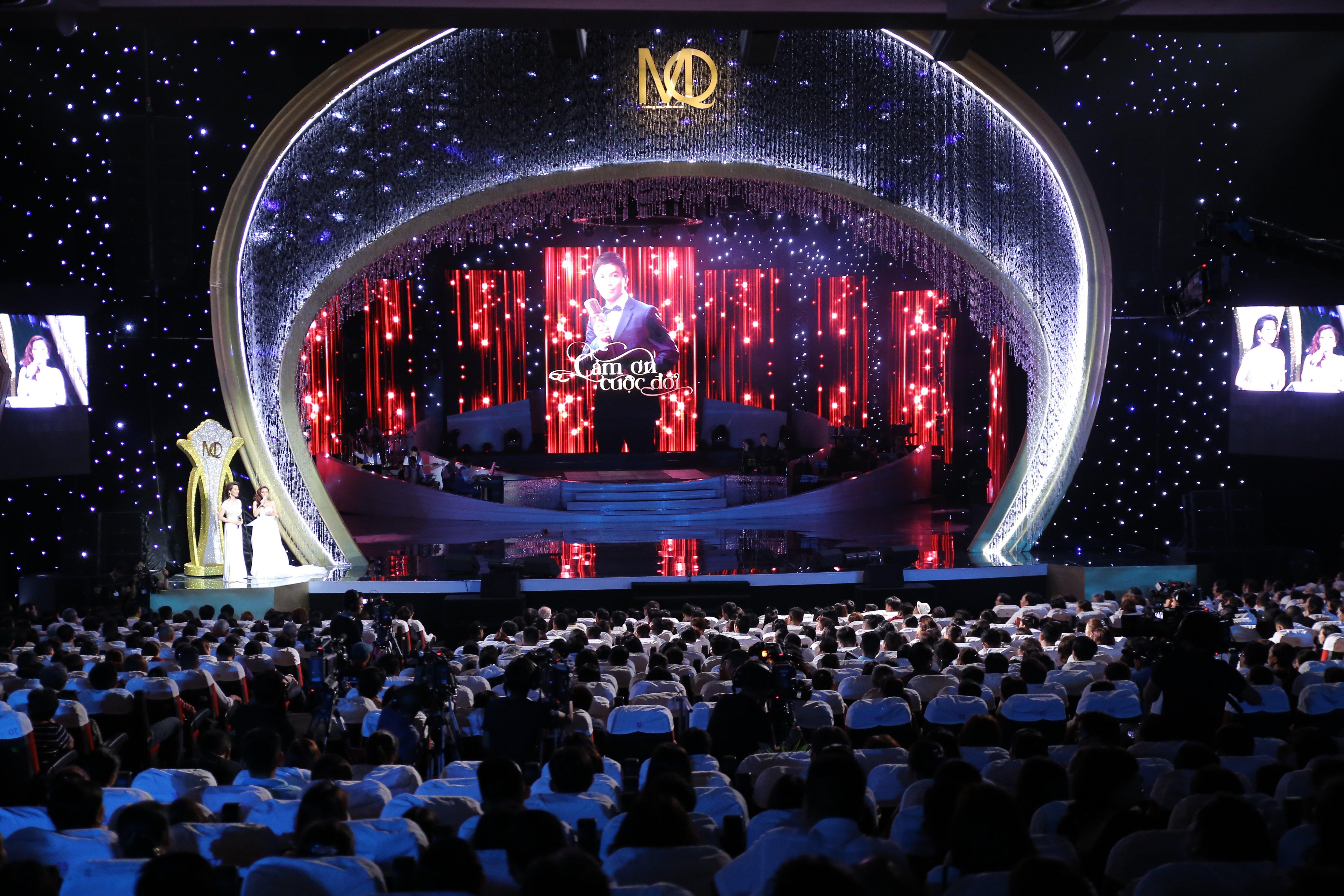"""Khán giả """"choáng váng"""" trước màn hát live cực """"đỉnh"""" của Mạnh Quỳnh 13"""