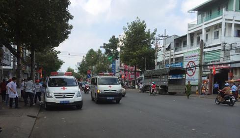 Cảnh sát hộ tống đoàn xe cứu thương chở hơn 300 bệnh nhi 1