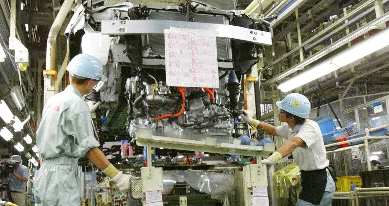 Sau động đất, các hãng xe Nhật tạm dừng sản xuất 1