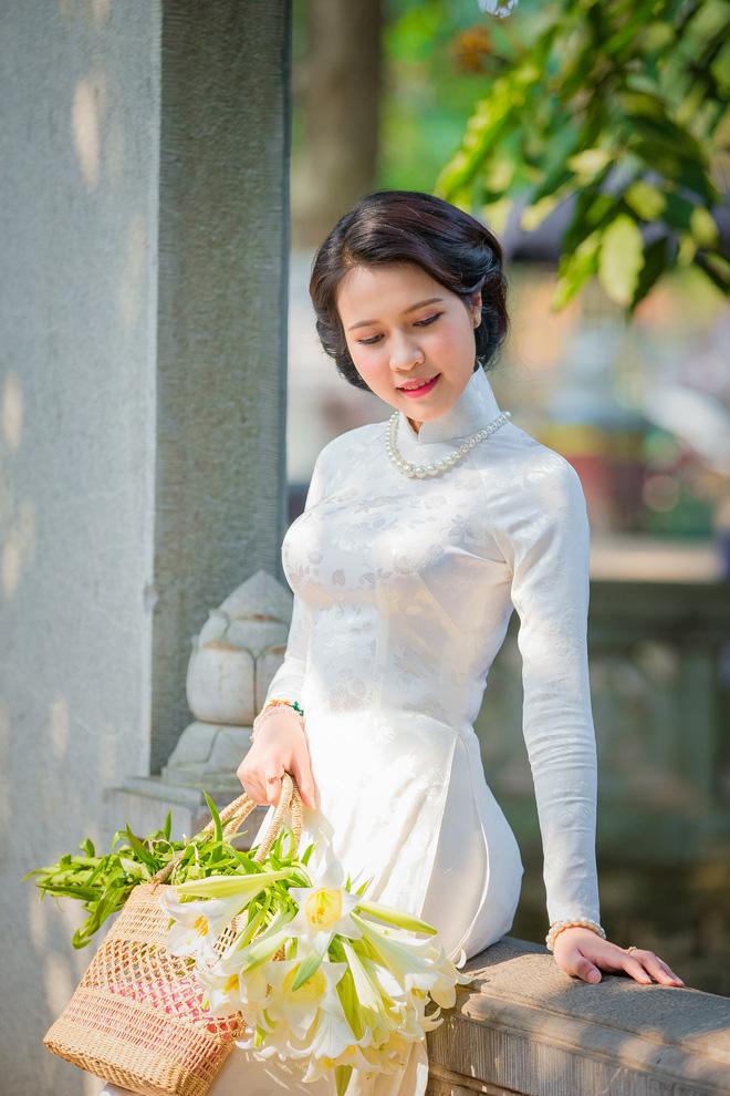 Hình ảnh Thiếu nữ Lào tinh khôi với áo dài, hoa loa kèn khiến dân mạng xao xuyến số 9