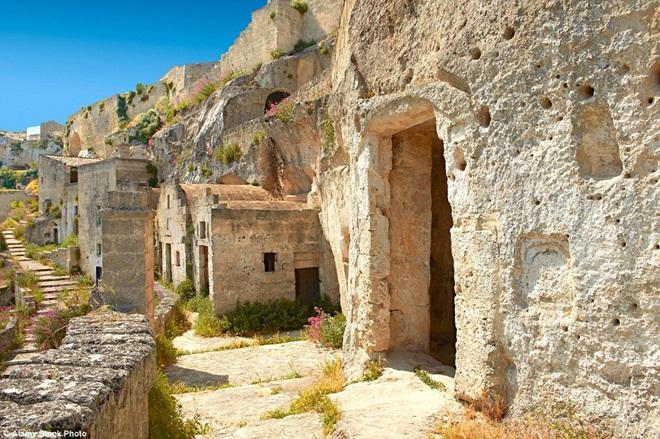 Cận cảnh thành phố trong hang đá 9.000 năm 3