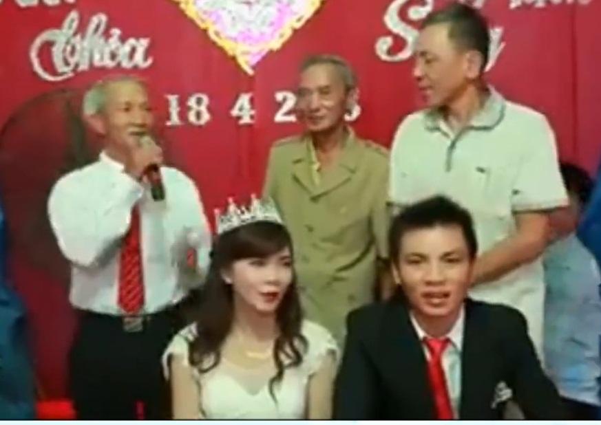 Video: Cụ ông 70 tuổi ở Nghệ An hát nhạc trẻ trong đám cưới 1