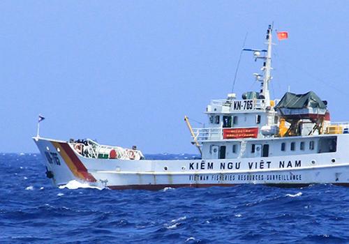 Kiểm ngư xua đuổi tàu cá Trung Quốc vào vùng biển Việt Nam 1