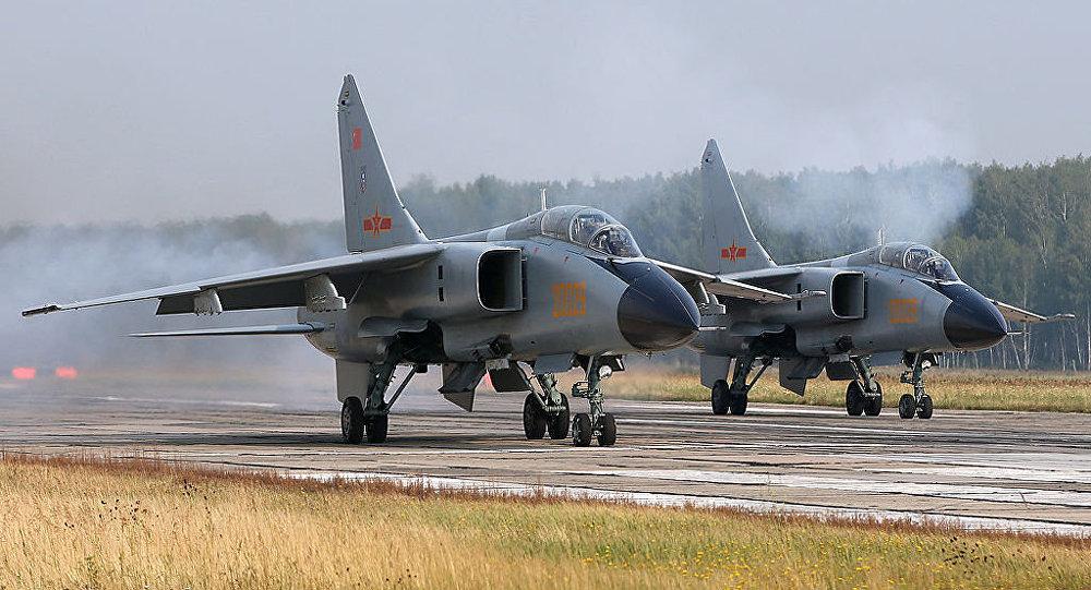 Trung Quốc cho phép phi công nữ lái máy bay ném bom 1