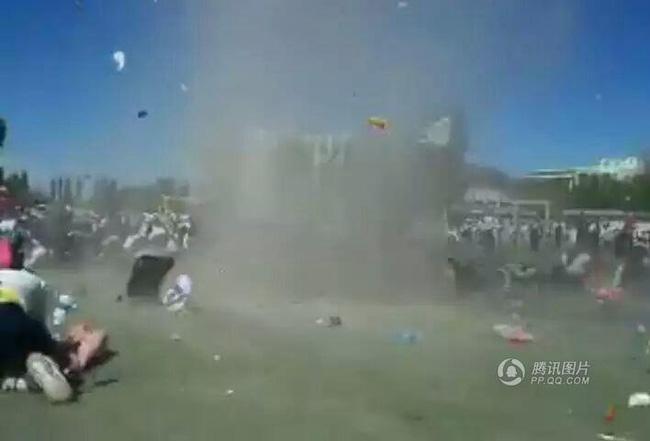 Trung Quốc: Lốc xoáy cuốn bay một học sinh lên cao 5 m 1
