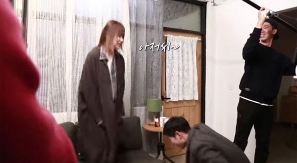 Hậu trường: Song Jong Ki cười lăn lộn khi Song Hye Kyo diễn cảnh say 1