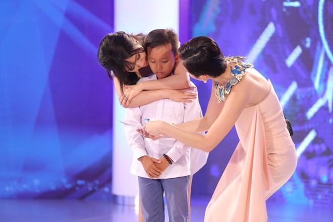 Cậu bé 13 tuổi hát dân ca khiến Tóc Tiên, Văn Mai Hương rơi nước mắt 2