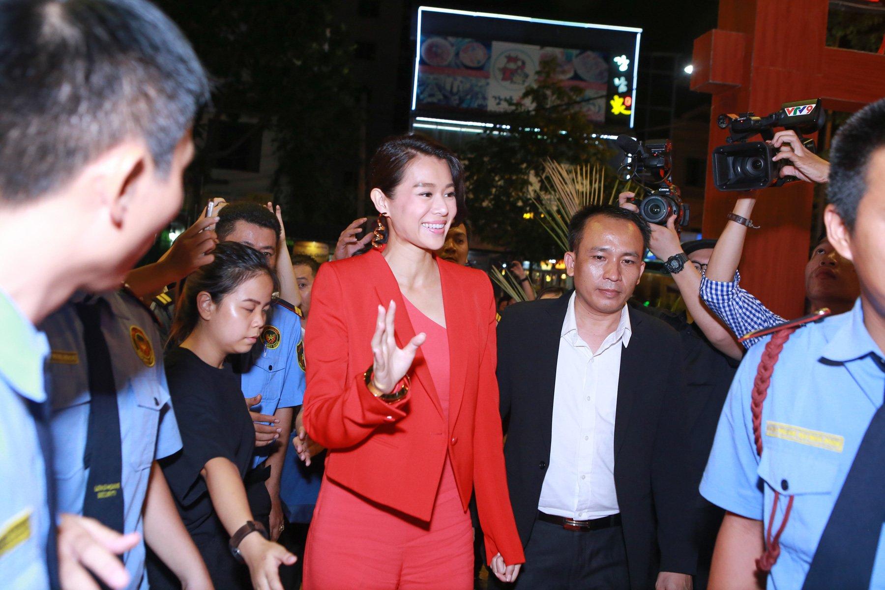 Hình ảnh Hồ Hạnh Nhi cười hết cỡ trong buổi họp fan số 2