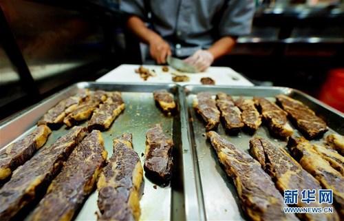 Độc đáo bát mì bò 6 vị có giá gần 7 triệu đồng 2