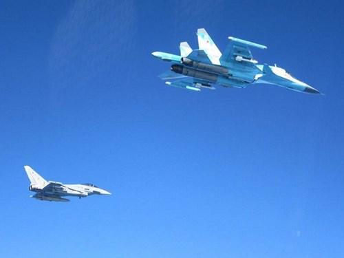 NATO điều nhiều chiến đấu cơ chặn 3 tốp máy bay Nga ở biển Baltic 1