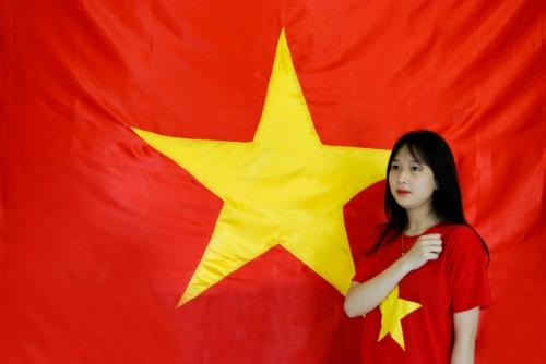 Dịp 30/4, giới trẻ đồng loạt nhuộm đỏ avatar bằng cờ Tổ quốc  5