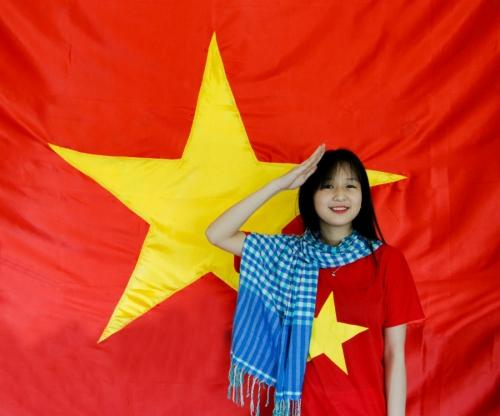 Dịp 30/4, giới trẻ đồng loạt nhuộm đỏ avatar bằng cờ Tổ quốc  2