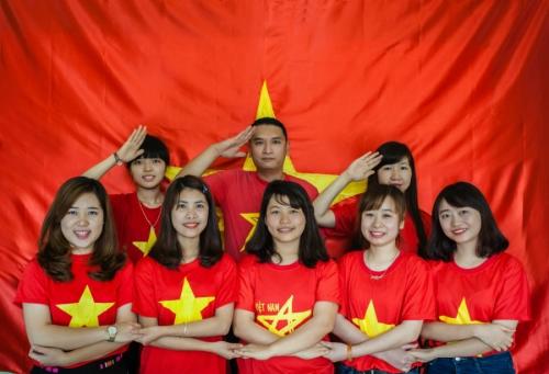 Dịp 30/4, giới trẻ đồng loạt nhuộm đỏ avatar bằng cờ Tổ quốc  1