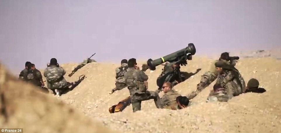 Video: Trúng tên lửa và phát nổ, xe bom IS vẫn phóng bạt mạng 2