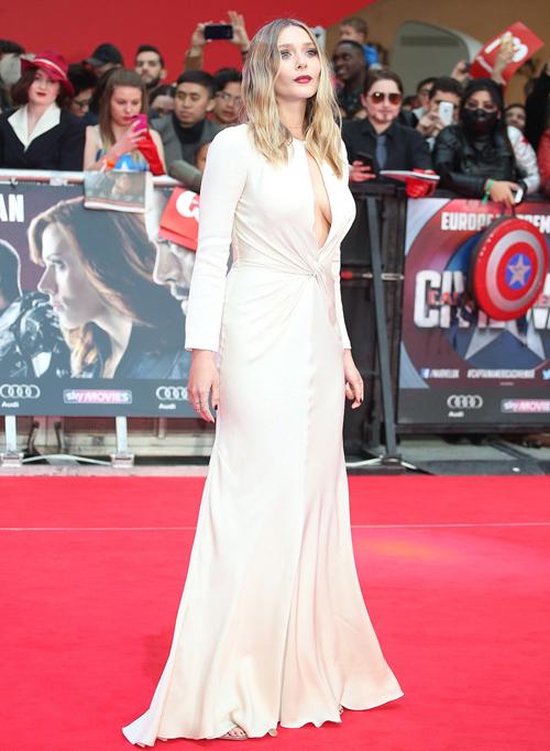 Chris Evans bị thu hút bởi vẻ gợi cảm của Elizabeth Olsen 4