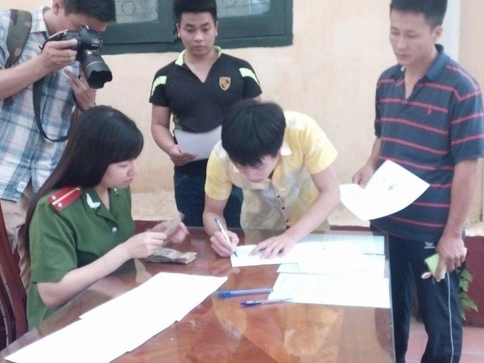 Khoảnh khắc đoàn tụ gia đình của các phạm nhân được tha tù, giảm án  2