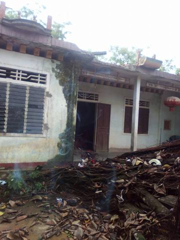 Hà Tĩnh: Lốc xoáy lớn cuốn bay nhiều mái nhà 2