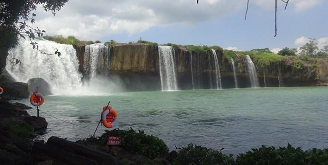 Tìm thấy thi thể nam thanh niên rơi xuống thác khi chụp ảnh 1