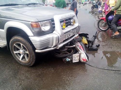 Nữ tài xế gây tai nạn, 2 nữ sinh viên nhập viện 1