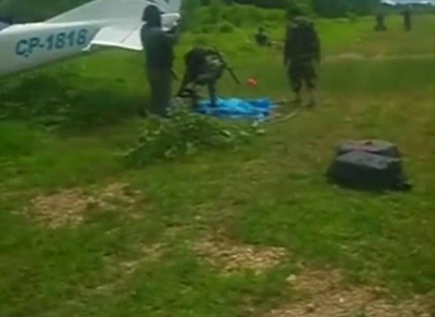 Video máy bay buôn ma túy bị cảnh sát bắn hạ bốc cháy nghi ngút 2