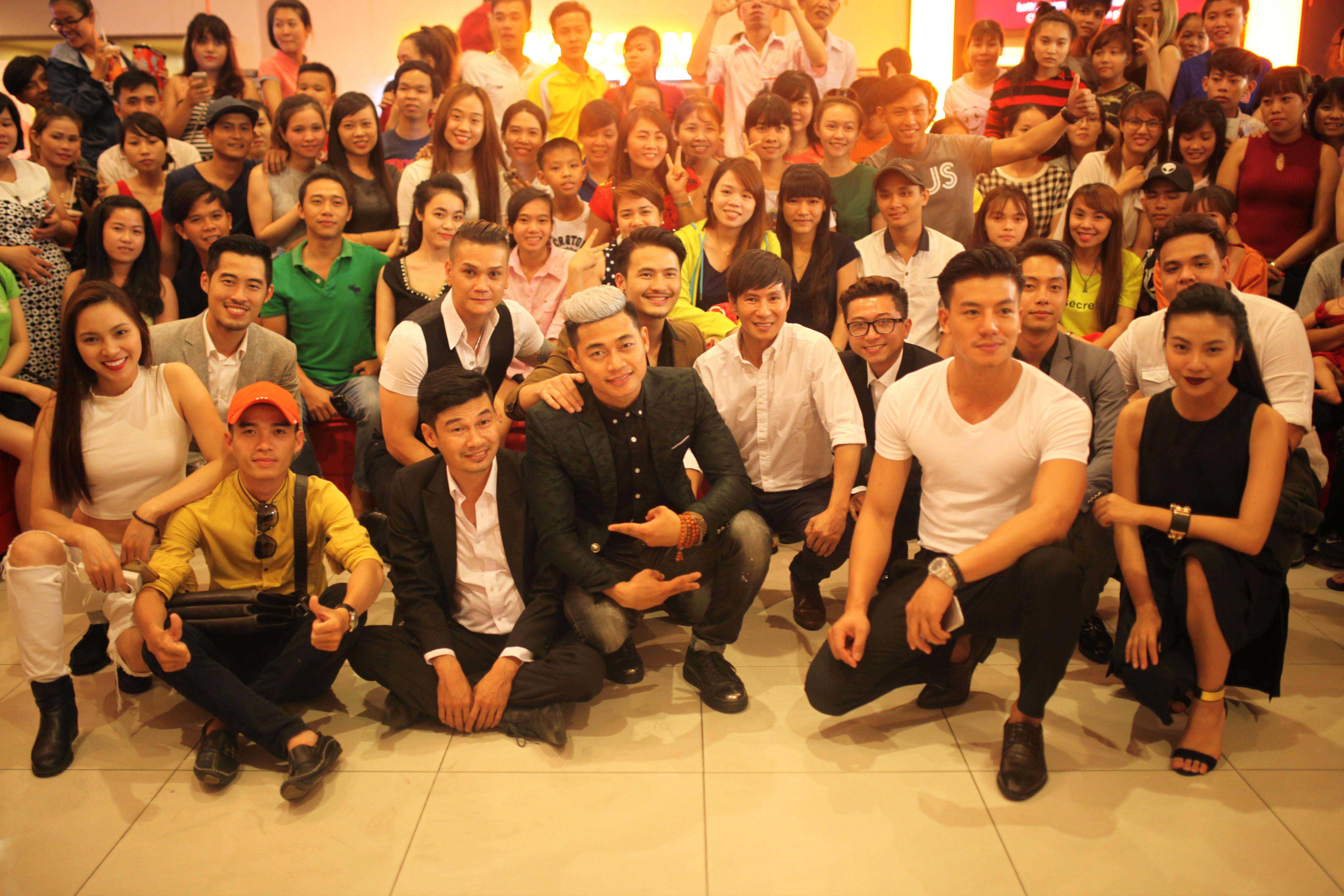 Hình ảnh Fan chen chúc đi xem phim Lật Mặt 2 của Lý Hải số 2