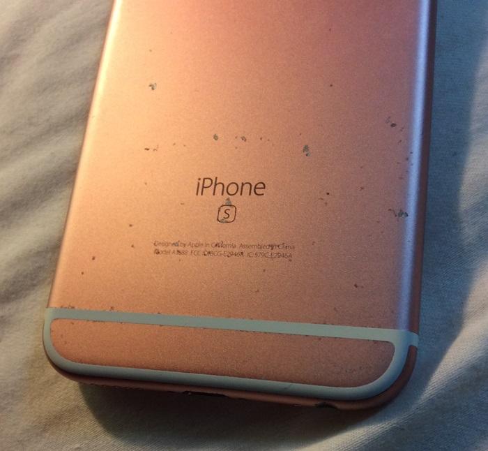 Người dùng iPhone bức xúc khi iPhone 6s dễ trầy xước dù không va đập 1