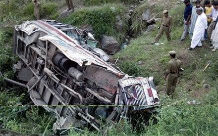 Ấn Độ: Xe bus lao xuống hẻm núi, 12 người thiệt mạng 2