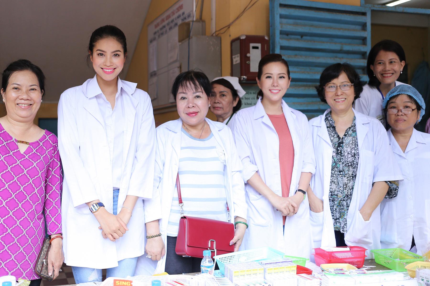Hoa Hậu Thu Hoài cùng Phạm Hương về tận An Giang làm từ thiện 5