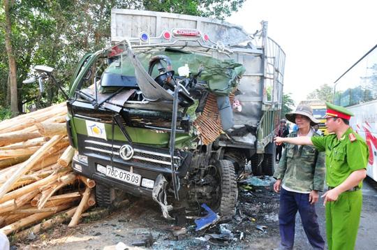 Hiện trường vụ tai nạn giao thông, xe khách đối đầu xe tải ở Quảng Ngãi 4