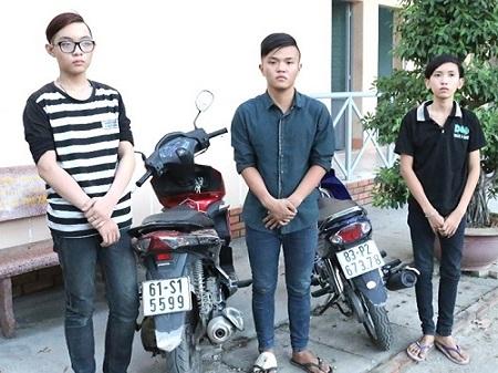 Nữ sinh chống trả quyết liệt khiến 3 tên cướp bỏ chạy 1