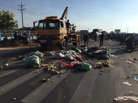 Tai nạn giao thông: Xe tải đối đầu, 2 người chết thảm 1
