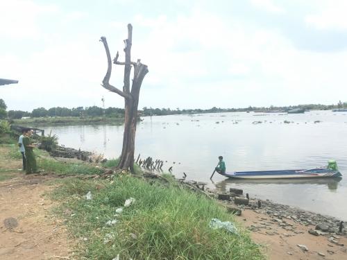 Đang đánh cá, phát hiện xác chết phân hủy trôi trên sông Sài Gòn 1