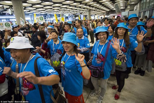 Tỷ phú Trung Quốc chi 180 tỷ cho 2.500 nhân viên du lịch nước ngoài 1